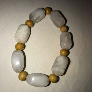 ⚪️🔶White & Yellowish Brown Beaded Bracelet 🔶⚪️